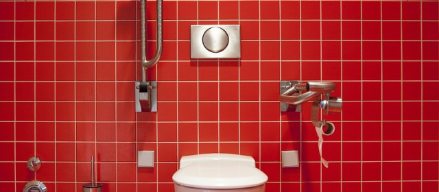 Mauvaises odeurs dans les toilettes : mes astuces au naturel pour vous en débarrasser